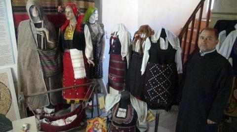 Kiliseyi Osmanlı Dönemi Eşyalarıyla Donattı
