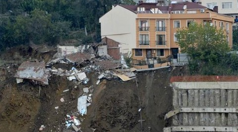 İstinat Duvarı Çöktü, İki Gecekondu Yıkıldı