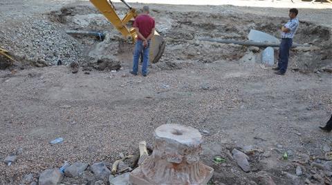Kanalizasyon Kazısında Tarihi Sütun Çıktı