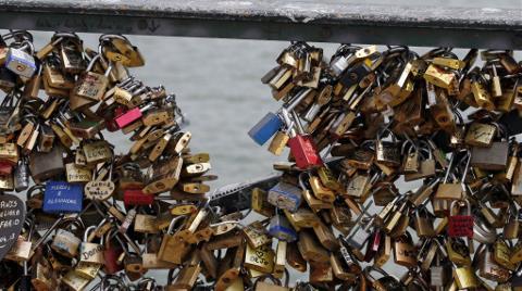 """Venedik'te """"Aşk Kilit""""lerine Karşı Savaş!"""