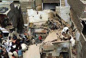 Pakistan'da Bina Çöktü: 11 Ölü