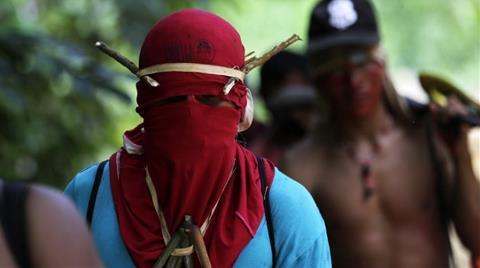 Amazon Yerlileri Ağaç Kesenleri Dövdü