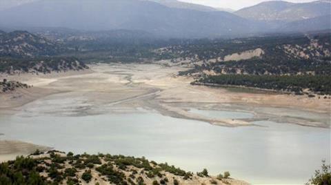 Korkuteli Sulama Barajının Dibi Göründü