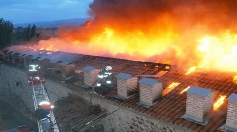 Tarihi Taşhan'da Yangın