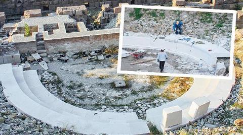 Roma Antik Tiyatrosu'nda 'Restorasyon' Komedisi