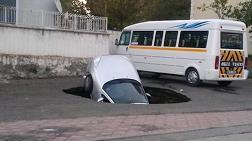 Sincan Göçüğü Arabayı Yuttu