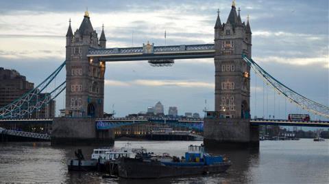 Londra'nın simgesi Tower Bridge'e Cam Zemin