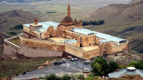İshak Paşa Sarayı'na Cam Tavan Yaptılar!