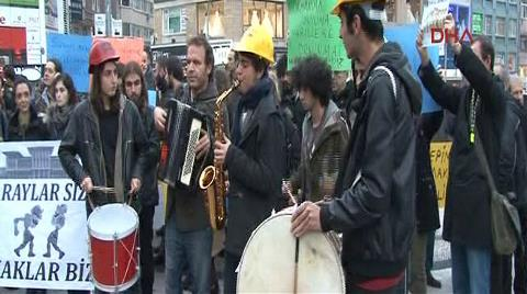 Kadıköy'de 'Cumhurbaşkanlığı Sarayı' Protestosu