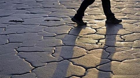 Van Gölü'nün Suları Çekildi, Tarihi Kalıntılar Ortaya Çıktı