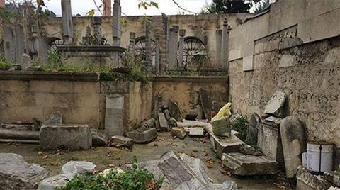 Osmanlı Mezar Taşları Üstünde Kum Torbaları!
