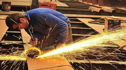Sanayide İşgücü ve Çalışılan Saat Arttı