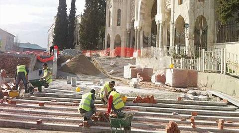 Beyazıt Meydanı'na Mermer Merdivenler Yerine Tuğla!