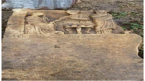 Yağmur Tarihi Mezar Taşlarını Ortaya Çıkardı