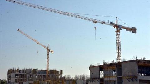 Adliye İnşaatında Üzerine Beton Blok Düşen İşçi Öldü