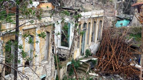 150 Yıllık Tarihi Yapı Kaderine Terk Edildi