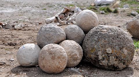 5 Bin Yıllık Kalede Fatih'in Gülleleri Bulundu