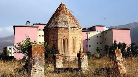 700 Yıllık Kümbet Eski Silüetine Kavuşacak