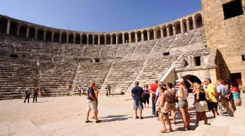Aspendos Antik Kenti Etkinlikleri : Restore edilen aspendos merdivenlerine mutfak mermeri u sendika