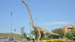 Dinozor Heykeli Gitti, Yerine Dinocan Geldi