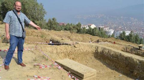 2 Bin 200 Yıllık Lahit Mezar Bulundu