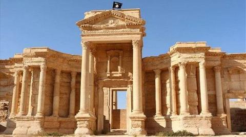 'IŞİD Palmira'daki Eserleri Patlatmaya Başladı'