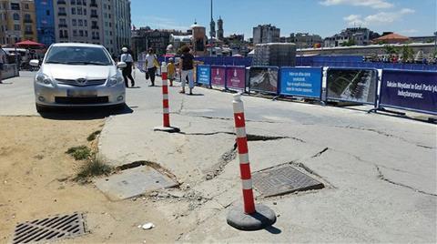 Taksim'de Asfaltta Çökme Meydana Geldi