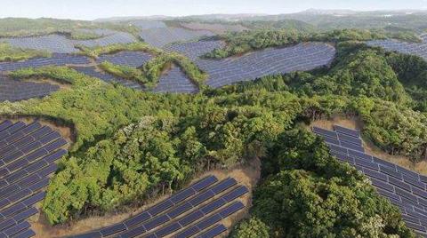 Japonya'da Golf Sahasına Güneş Panelleri Kuruluyor