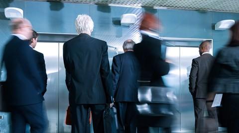 Asansör Trafiği Günde 1 Saat Kaybettiriyor