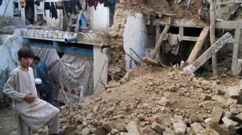 Afganistan ve Pakistan'da Ölü Sayısı 300'ü Aştı