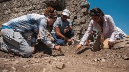 Toprak Altındaki 7 Bin Tarihi Eser Günyüzüne Çıkarıldı