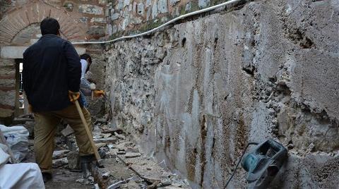 Tarihi Caminin Tuvaletindeki Pisuvarlar Söküldü