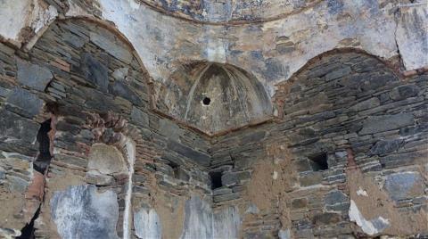 Tarihi Arpaz Kalesi Bakımsızlıktan Yıkılıyor!