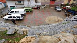 Antik Tiyatroyu Otoparka Çevirdiler