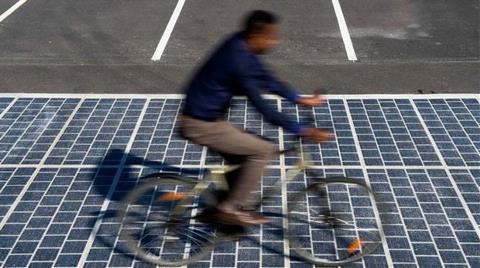 Fransa'da 'Güneş Enerjili' Yollar Yapılıyor