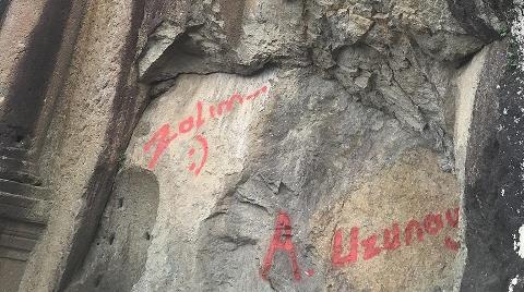 """2 Bin Yıllık Anıta Sprey Boya ile """"Zalim"""" Yazdılar"""