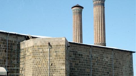 Çifte Minareli Medrese'ye Boru Döşediler!