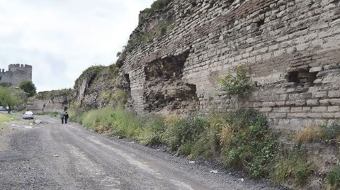 Tarihi Surlara Asfalt Döküldü