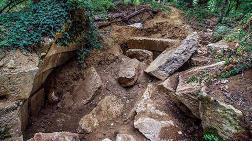 Kocaeli'de 2 Bin 500 Yıllık Mezar Odası Dozerle Yok Edildi