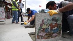 Dikkat! Kadıköy'de Kaldırımlarda Karikatür Var