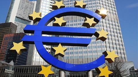 Euro Bölgesi'nde 'Eksi Yıllık Enflasyon' Sürüyor