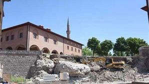 Ankara'da Tapınak Kavgası!