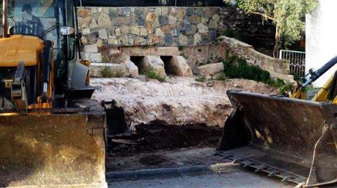 2 Bin 100 Yıllık Tarihi Mezarlar Kepçeyle Tahrip Edildi