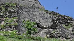 Kars Kalesi'nin 900 Yıllık Duvarları Yıkılıyor