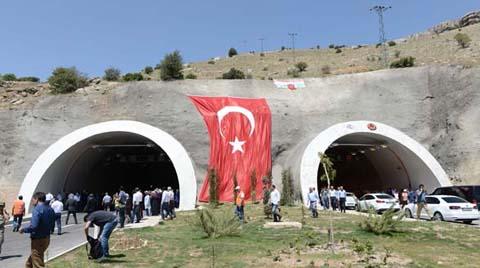Doğu'yu 12 Şehre Bağlayacak Tünel Açıldı