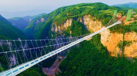 En Uzun Cam Köprü Balyoz Testinde Çatladı