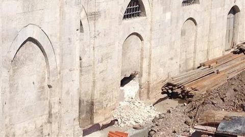 Mimar Sinan'ın 450 Yıllık Sokollu Mehmed Paşa Camisi'ni Deldiler