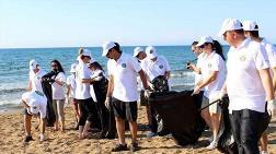 Kuzey Kıbrıs Halkı Sahillerini Temizliyor