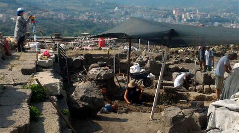 Karadeniz'in 'Efes'inde 25 Mezar Bulundu, Kilise Açıldı