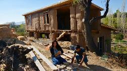'Natürel Ev' Hayallerini Saman ve Çamurla Gerçekleştirdiler